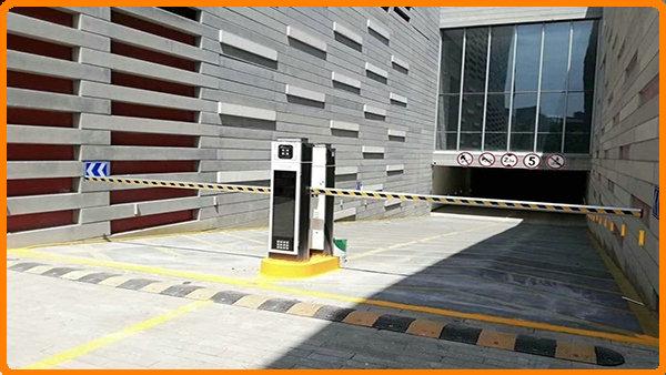 ALPR-pysäköintihallinta - kaikki yhdessä koneessa räätälöityjen THAILAND-merkkien tunnistuksella