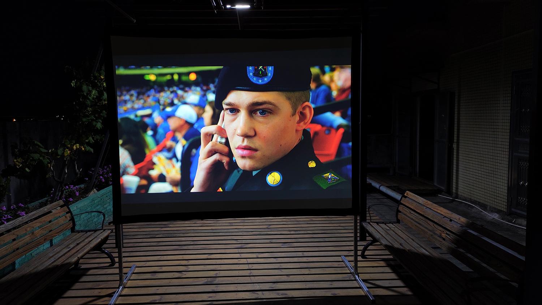 100 Zinch 16: 9 4k Outdoor Cinema Tragbarer Schnellfaltbildschirm FF1-WF1