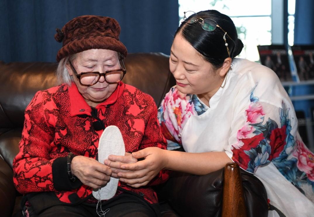 Zhou Xuerong: produzir histórias de cera com seu próprio DNA