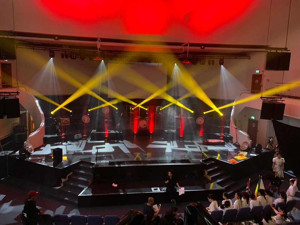 Yellow River Lighting's moving head lights were used in Norway's event. with good price