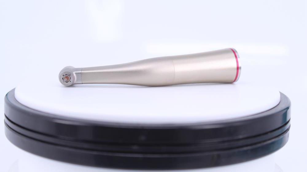 1: 5 micro testa contro angolo