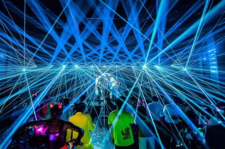 クラブのレーザー光プロジェクター