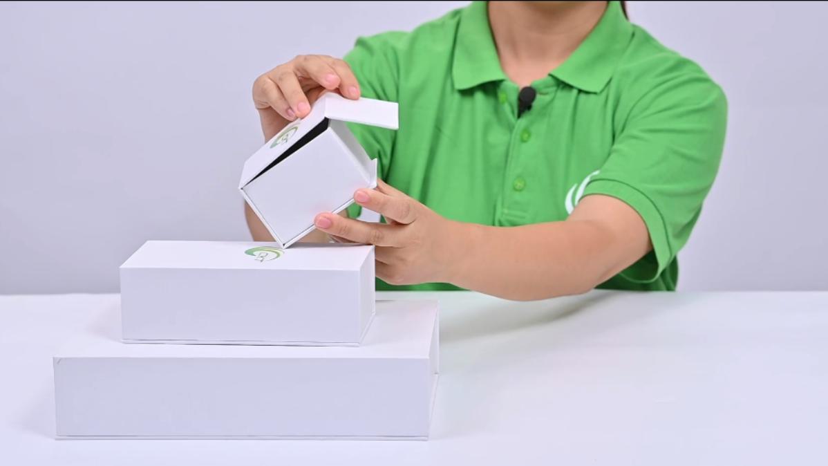 Caja de regalo plegable Caja de papel de cartón metálico con inserciones de esponja de espuma